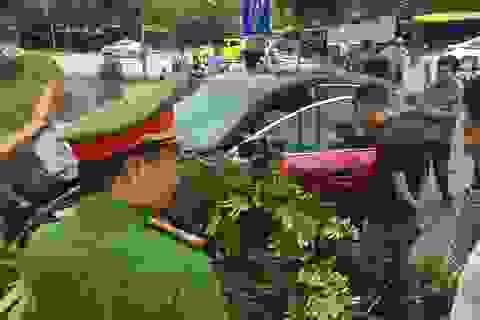 Vừa bị phạt 22,5 triệu đồng, tài xế xe Mazda3 náo loạn Cầu Diễn lại gây tai nạn