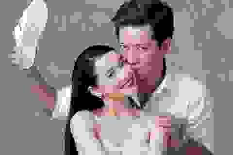 Trường Giang - Nhã Phương tung ảnh cưới với dép tông hài hước