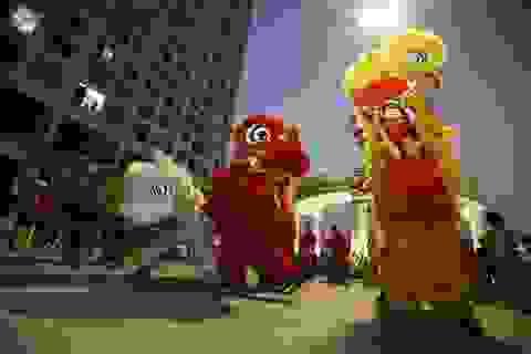 Trẻ nhỏ ở khu đô thị mới Hà Nội thích thú với màn múa lân Trung thu hoành tráng
