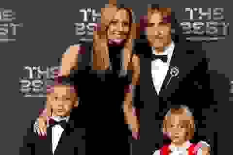 Chiêm ngưỡng nhan sắc xinh đẹp của vợ, bạn gái cầu thủ tại lễ trao giải The Best