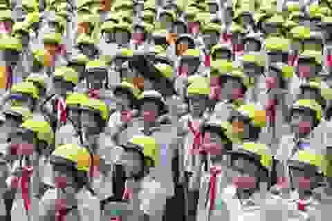 Trao tặng gần 1.600 mũ bảo hiểm đạt chuẩn cho học sinh tiểu học Thái Nguyên