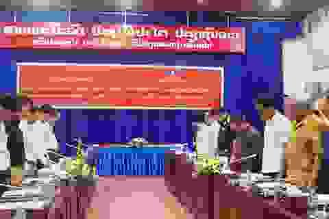 Phút mặc niệm Chủ tịch nước Trần Đại Quang trên nước bạn Lào