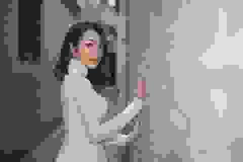 Thiên Vũ đẹp dịu dàng với áo dài