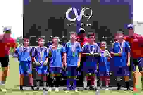 Công Vinh tìm kiếm tài năng từ bóng đá học đường