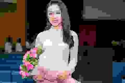 """Nữ sinh tặng hoa Tổng thống Trump: """"Trần Tiểu Vy là cô gái ngoan hiền, hồn nhiên và nỗ lực"""""""