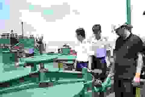 Bắt giữ tàu chở một triệu lít xăng không rõ nguồn gốc