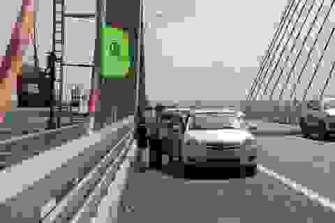 Vô tư dạo mát, chụp ảnh selfie trên cây cầu 7.000 tỉ đồng vừa thông xe
