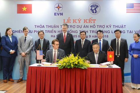 EVN và USTDA ký kết Hiệp định tài trợ Dự án nghiên cứu phát triển hệ thống tích trữ năng lượng