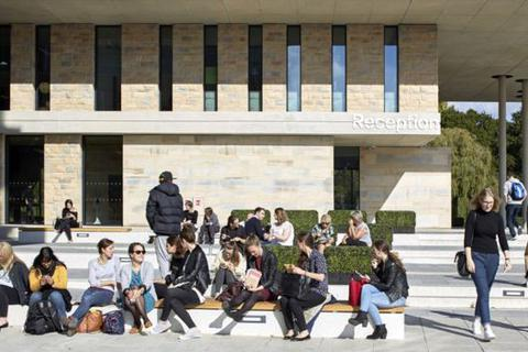 """Đại học ở Anh đồng loạt lên tiếng việc Chính phủ nước này """"bỏ lỡ"""" sinh viên nước ngoài"""