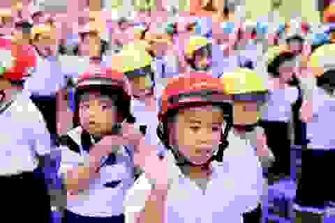Năm học 2018-2019: Tặng gần 2 triệu mũ bảo hiểm cho học sinh lớp Một toàn quốc