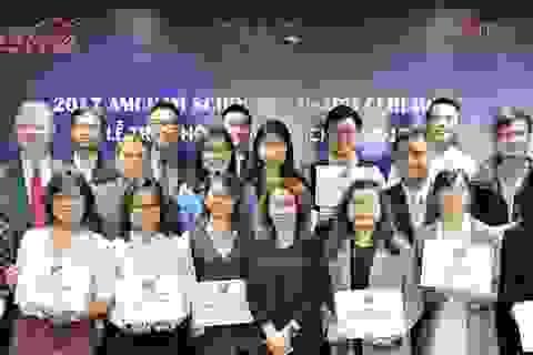 Đại sứ Hoa Kỳ tại Việt Nam trao học bổng AmCham Scholars cho 20 sinh viên năm cuối xuất sắc của Hà Nội
