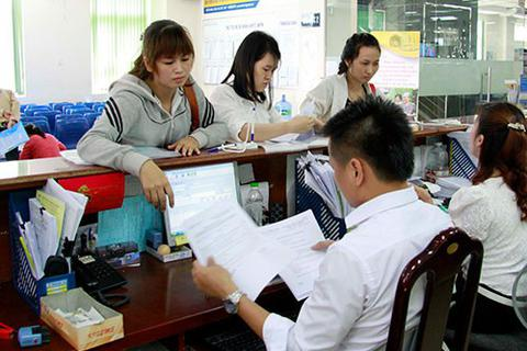Thanh toán tiền BHXH vào lương khi ký hợp đồng với người nghỉ hưu