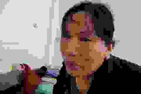 Thắt nghẹn trước hoàn cảnh của người đàn bà bị máy dán gỗ cuốn dập nát tay