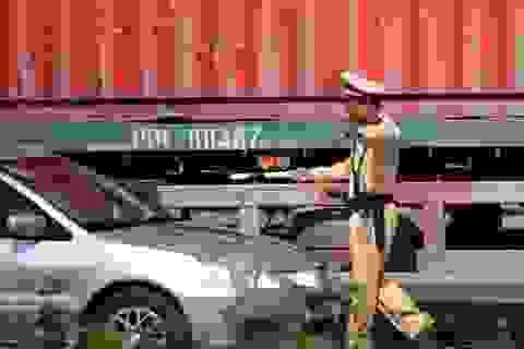 Tài xế kiện cảnh sát giao thông vì bị phạt lỗi vượt đèn vàng