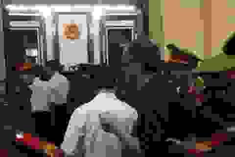 """""""Đại gia"""" Phạm Công Danh và Trầm Bê than đau ốm khi ra tòa"""