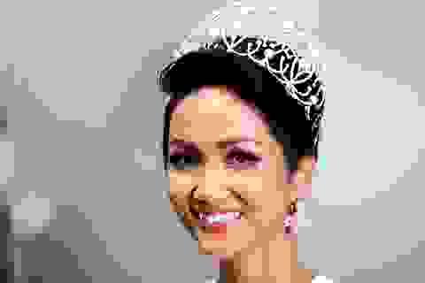 """Hoa hậu H'hen Niê từng mơ ước """"mua được bếp điện hay tủ lạnh to cho mẹ"""""""
