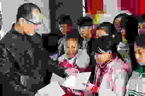 Trao học bổng Grobest Việt Nam đến học sinh nghèo Nghệ An