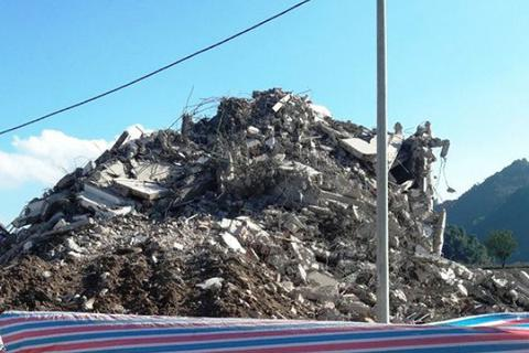 """Tòa """"Keangnam Tây Bắc"""" bị đánh sập hoàn toàn sau một tuần phá hủy"""