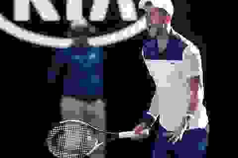 Australian Open: Sharapova tiếp tục thăng hoa, Djokovic ngược dòng đi tiếp