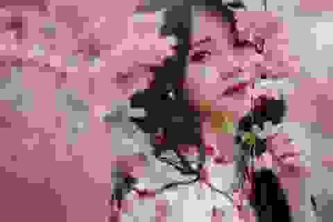 """""""Búp bê tóc xoăn"""" trường Ngoại thương xinh đẹp đón Xuân"""