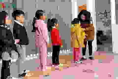 Nhiều học sinh ở Sa Pa vẫn đến trường dù ngoài trời rét 2-3 độ C