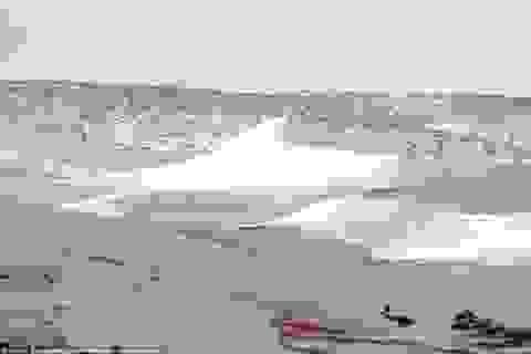 Tuyết bất ngờ lại phủ trắng sa mạc Sahara