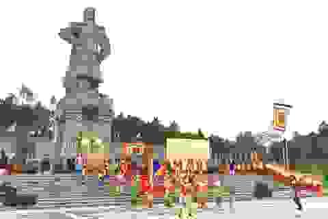 Tái hiện Nguyễn Huệ lên ngôi Hoàng đế tại núi Bân