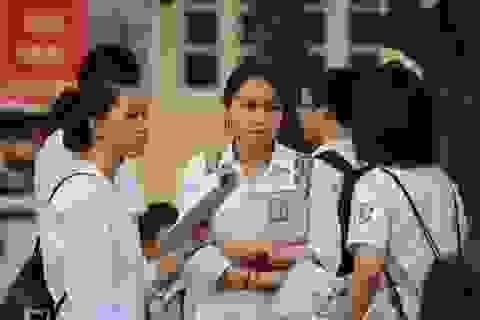 Thi tuyển sinh lớp 10: Cha mẹ nhắm cao, con áp lực