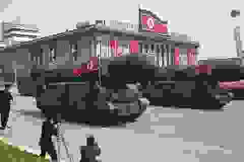 Triều Tiên duyệt binh lớn ngay trước Thế vận hội Hàn Quốc