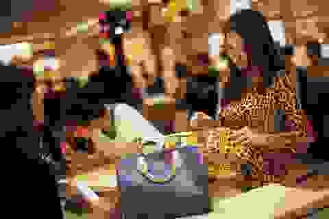 Cuộc sống nhung lụa của quan tham Trung Quốc ôm tiền bỏ trốn