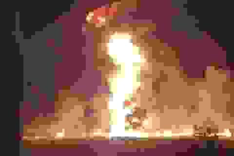 """""""Hôi"""" nhiên liệu từ ống dẫn rò rỉ, 20 người thiệt mạng đau đớn"""