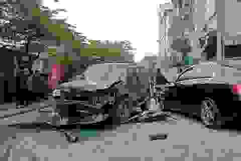 Hà Nội: Ford Escape đâm nhiều phương tiện trên phố, 1 phụ nữ tử vong