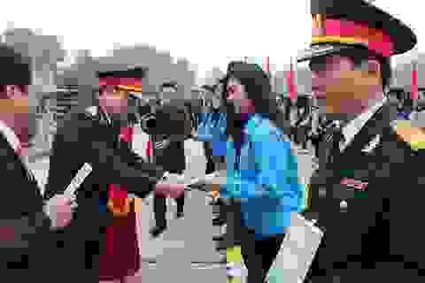 Tuổi trẻ Việt Nam nhớ lời Di chúc theo chân Bác