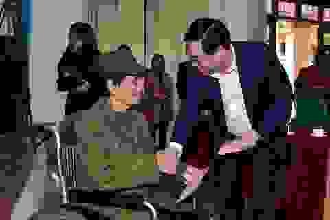 Phó Thủ tướng Vương Đình Huệ tặng quà Tết người có công, hộ nghèo