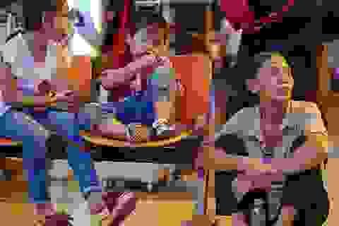 Sân bay Tân Sơn Nhất chật cứng người đón Việt kiều về quê ăn Tết
