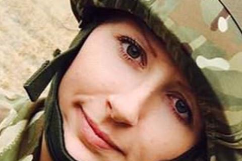 Anh: Nữ quân nhân say rượu tấn công tình dục nam lính canh
