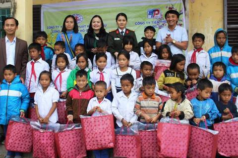 Quảng Trị: Trao hàng trăm suất quà Tết cho học sinh vùng khó khăn