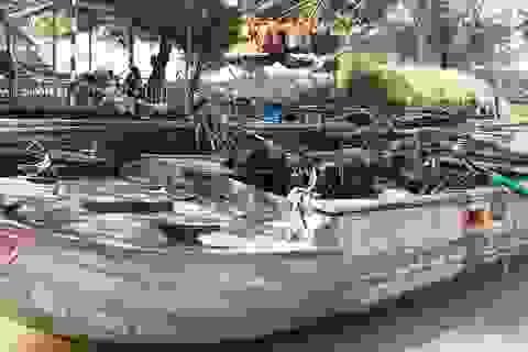 """Cảnh sát mật phục bắt giữ 2 tàu """"cát tặc"""" trong đêm khuya"""