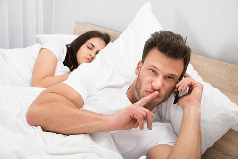 """Khi các ông chồng đi cặp bồ bị vợ phát hiện: Ngược đời bồ dọa """"anh không được léng phéng với vợ"""""""