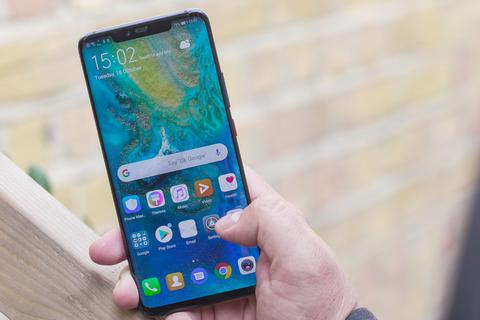"""Huawei """"lận đận"""" ở Việt Nam, hãng nào hưởng lợi?"""