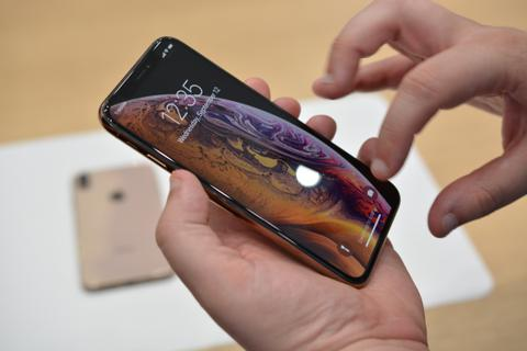 """Khách Việt vẫn """"chê"""" iPhone XS, XR dù giá đã giảm mạnh"""