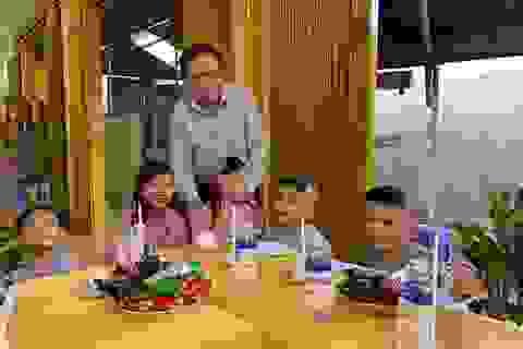 Chủ tịch MTTQ Việt Nam Trần Thanh Mẫn đến thăm các bé họ Nhân ở Cần Thơ
