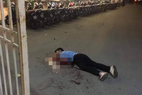 Hà Nội: Tài xế taxi nghi bị cứa cổ trước cửa sân Mỹ Đình