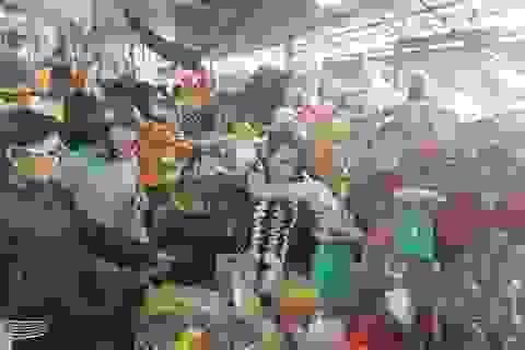 Thị trường hàng Tết ở Khánh Hòa: Tăng nhẹ 5-12% so với ngày thường