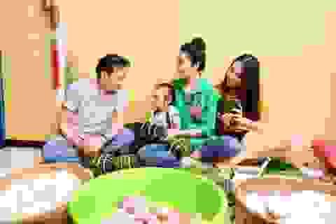 Trịnh Kim Chi cùng gia đình quây quần gói bánh chưng ngày Tết