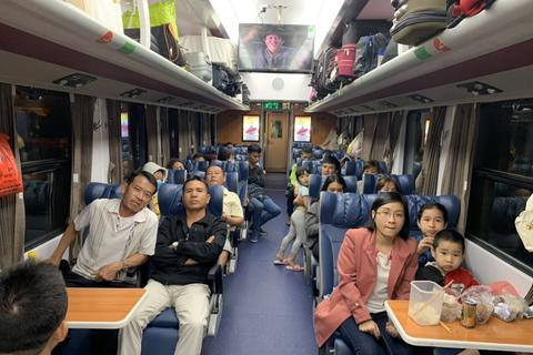 Ngày 30 Tết, hàng nghìn người hối hả về quê trên chuyến tàu Bắc – Nam