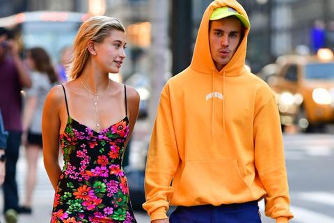 """Quảng cáo sai sự thật, vợ của Justin Bieber chân thành """"đền lỗi"""""""