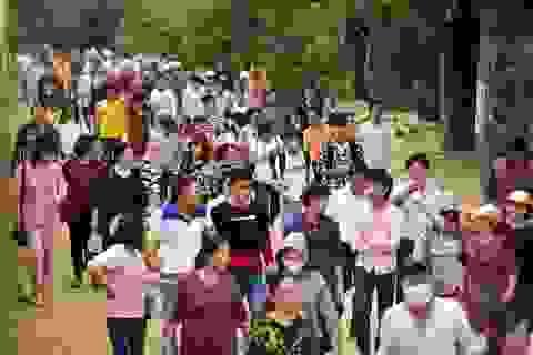 Hàng nghìn người đổ về ngôi chùa chưa xây xong ở Hà Nam
