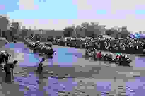 Hào hứng xem lễ hội đua trải cướp heo truyền thống lớn nhất Huế