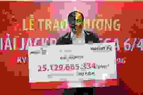 """Ngày Vía Thần tài, người đàn ông đeo mặt nạ """"ẵm"""" Jackpot Vietlott 25 tỷ đồng"""